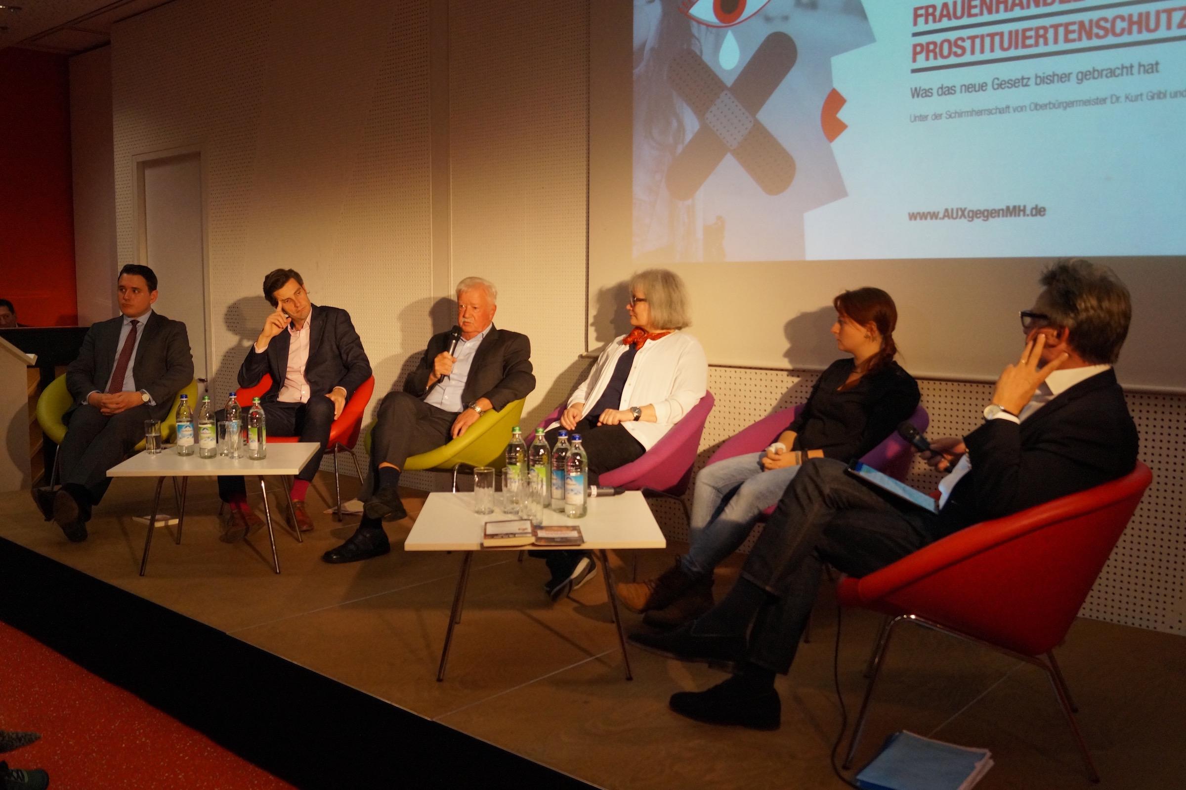 Augsburger Podiumsgespräch: Prostituiertenschutzgesetz schützt Täter!
